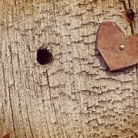 rusty-heart-grunge-wood_G15X7PF_