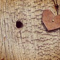 rusty-heart-grunge-wood_G15X7PF_